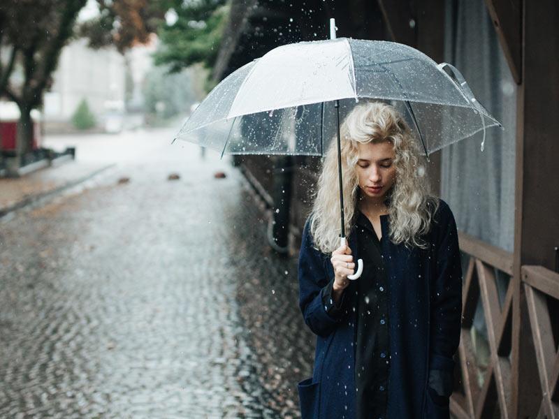 雨が降ったら傘をさす」は、世界...